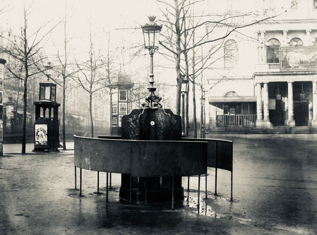 1818 1879 urinal in Paris 2