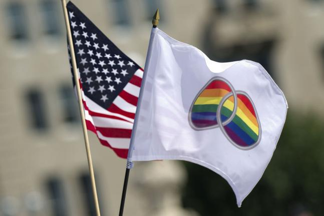Supreme-Court-lifts-stay-on-gay-marriage-in-Kansas