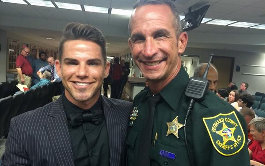 Broward_Sheriff_Crime-Scene_Detective_David_Currie_Aaron_Woodard