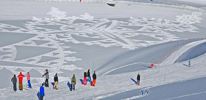 Simon-Beck-s-snow-art-ski