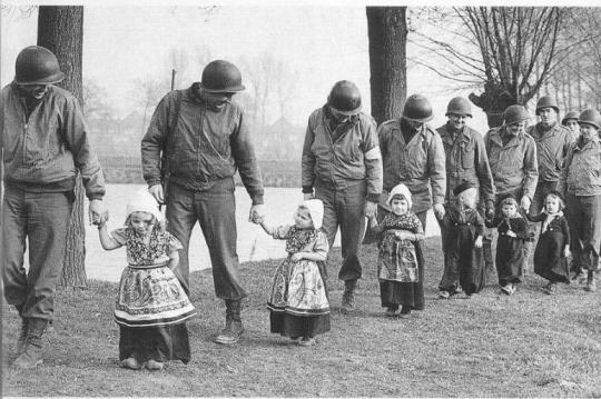 Soldiers with little girls