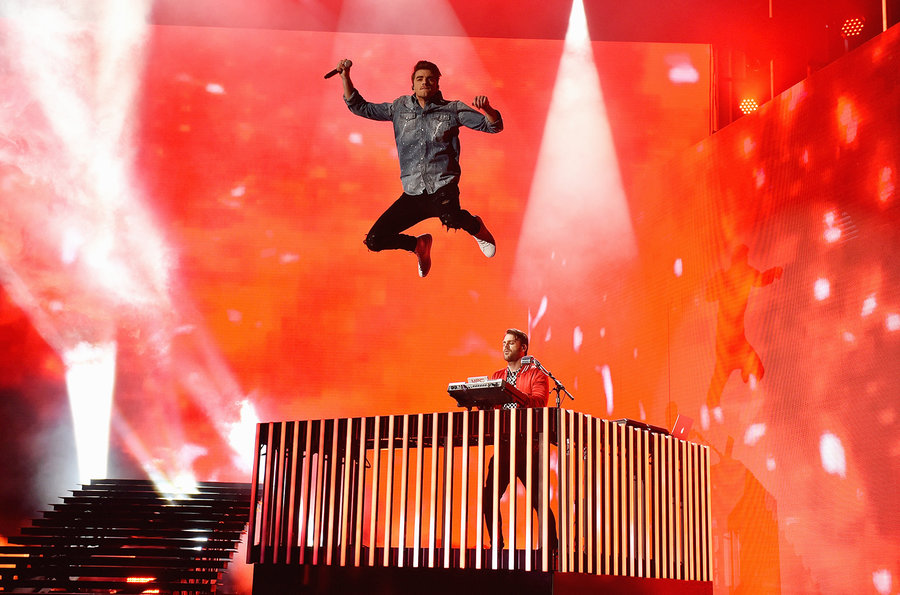 the chainsmokers bbmas performance 2017 a billboard 1548