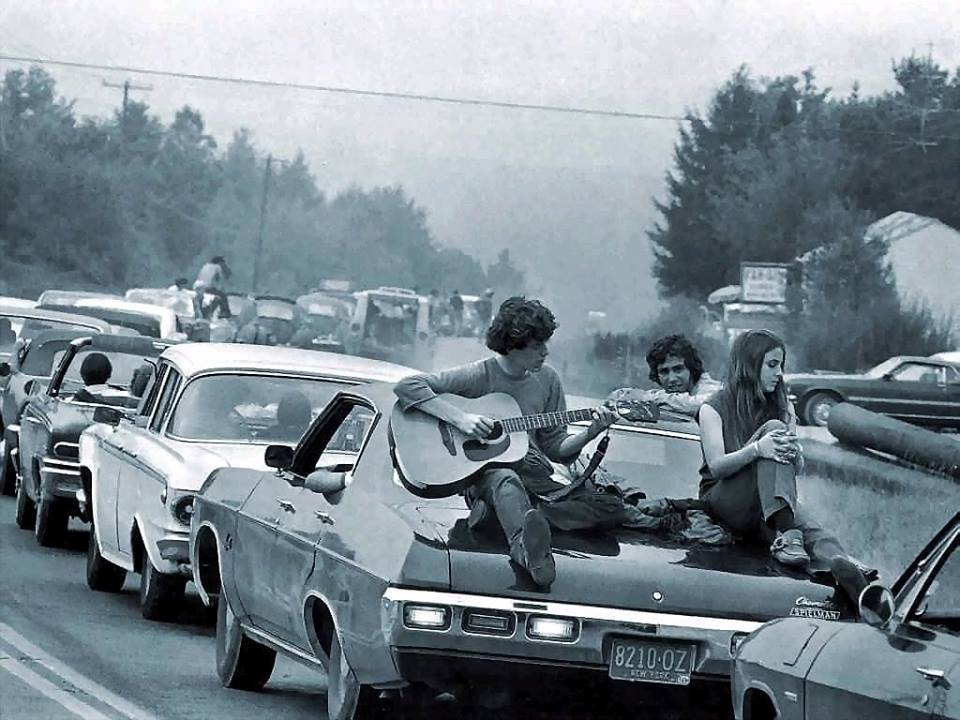 Woodstock33_playing_guitar_on_car