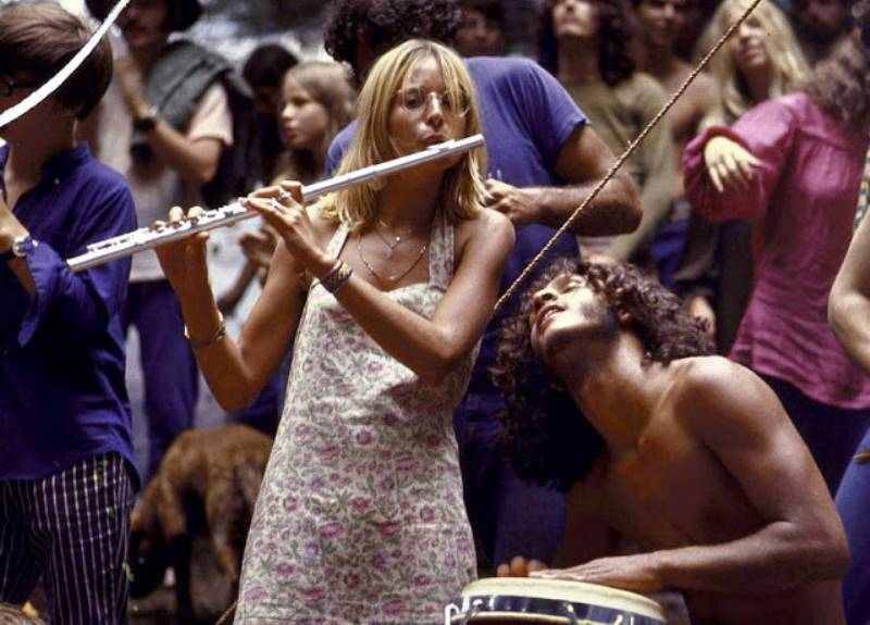 playing-the-flute_woodstock_66