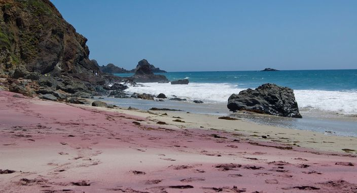 Pfeiffer_Beach_Big_Sur_Manganese_Garnet_Beach