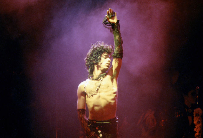 Prince-shirtless_hand_up