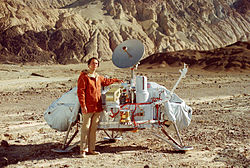 Carl_Sagan_w_viking
