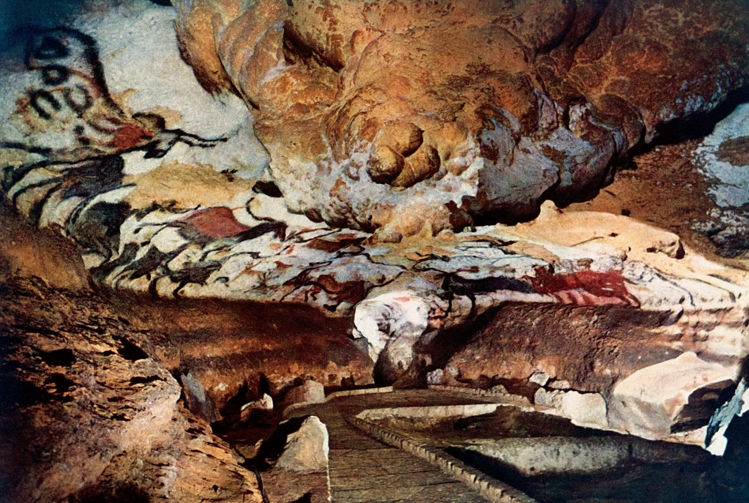 The Cave Paintings of Lascaux