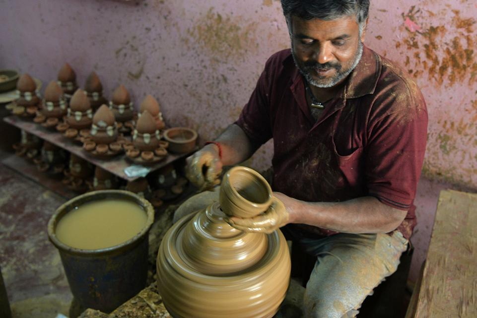 Potter making Divas of Clay