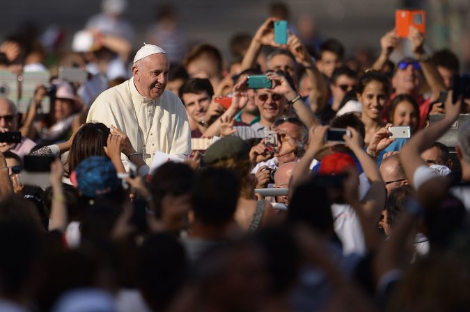 Pope_Francis_with_Crowds_at_St._Peters_Square