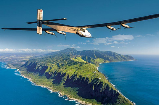 Solar-Impulse-lands-in-Hawaii-lead-537x355